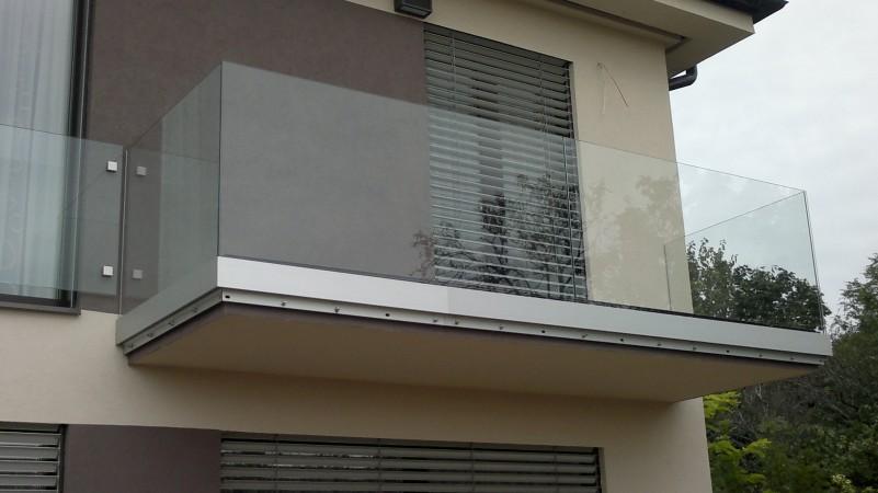 Oldafelületre szerelt oszlop nélküli üvegkorlát