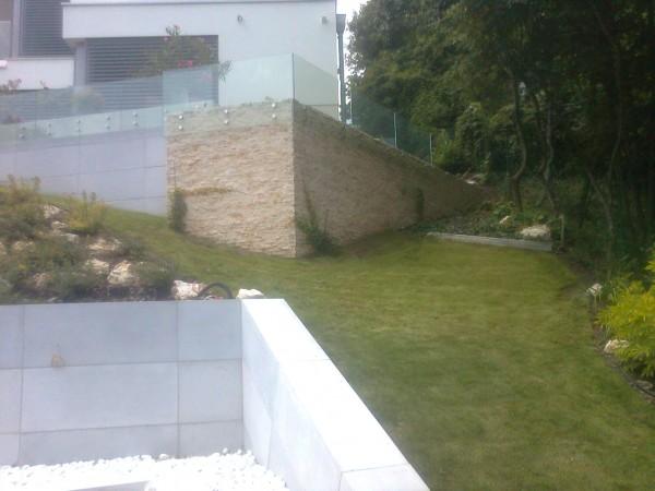 Pontmegfogásos kerti korlát