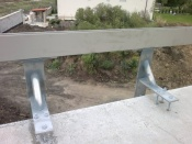 Szigetelésben elhelyezésre kerülõ egyedi korlátfogadó adapterek