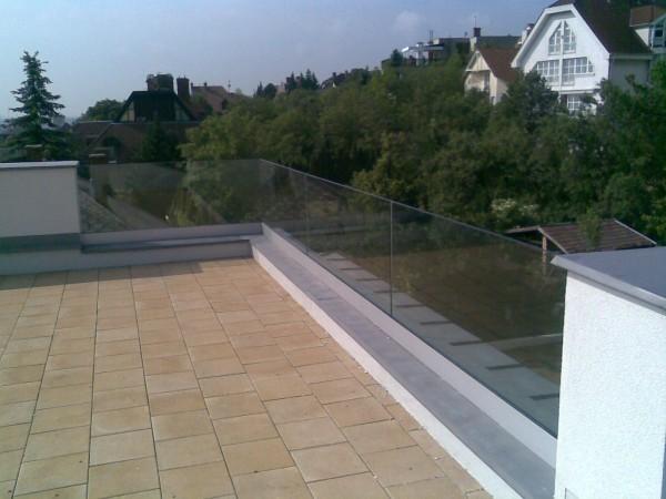 Alsó rögzítéses oszlop nélküli tető terasz korlát