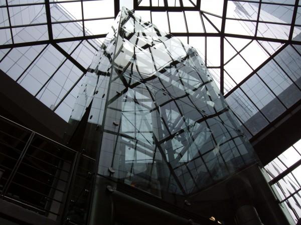 Látványlift, pontmegffogásos üvegezéssel