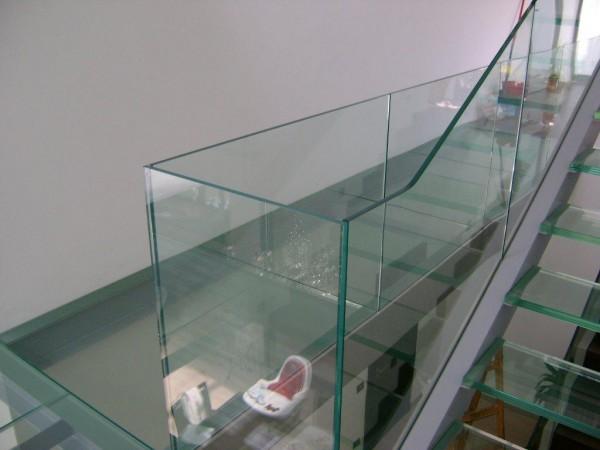 Üveglépcső, üvegkorlát