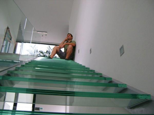 Üveglépcső