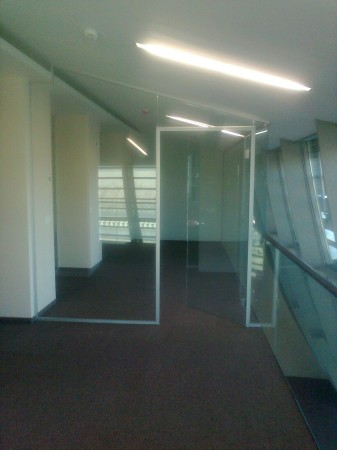 Üvegfralba integrált KPZ ajtótok