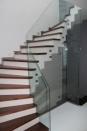 Üvegoldalú lépcsõtest